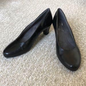 Never worn aerosole black heels!